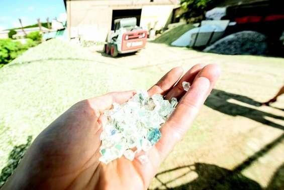 Le sable de verre, une alternative écologique qui peine à s'imposer