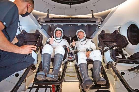SpaceX a ramené sur Terre deux astronautes, une première