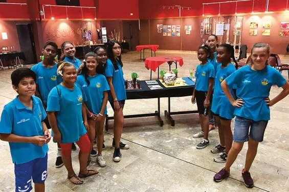 Exposition artistique de collégiens au centre socioculturel