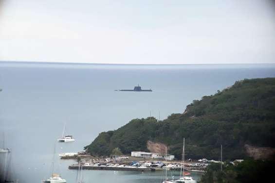 Un sous-marin dans les eaux de Nouméa