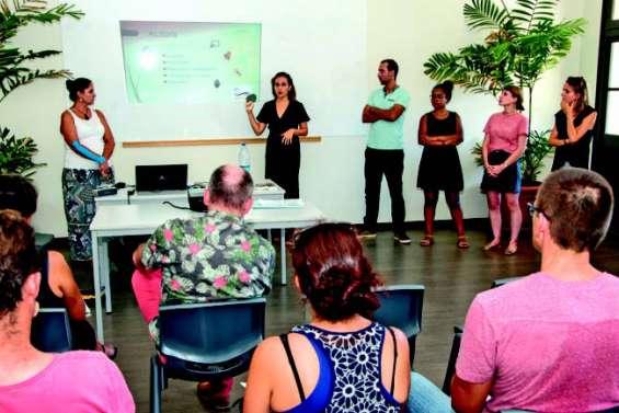 Surdité : associations et tissu scolaire main dans la main pour une meilleure intégration