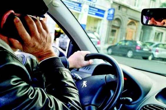 Téléphoner en roulant pourra bientôt vous coûter le permis