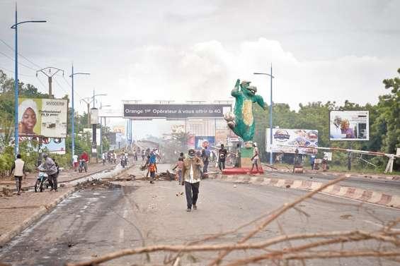 Tension et répression à Bamako, le président fait un geste