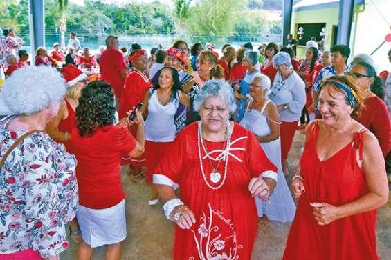 Bonne humeur et habits de fêtes au thé dansant de Noël du CCAS