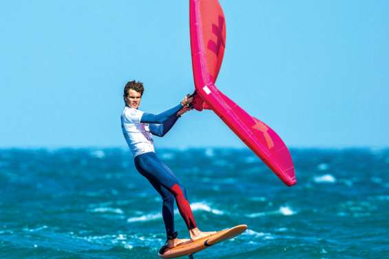 Titouan Galea a essayé le nouveau wing-surfer