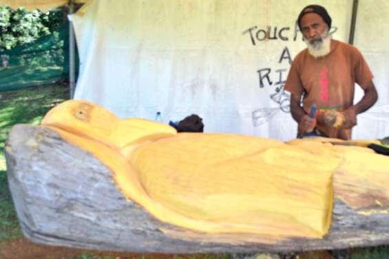 Jean-Marc Alerte, sculpteur de totems monumentaux