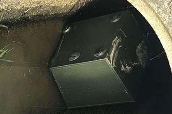 Le coffre-fort de la mairie est retrouvé dans le caniveau