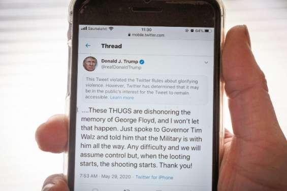 Trump égale « raciste » sur la recherche Twitter