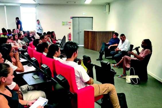 Philippe Germain et Hélène Iekawé ont parlé économie avec 80 étudiants de l'UNC