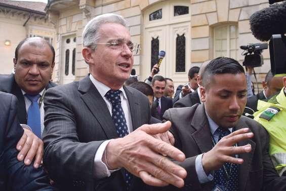 L'ex-président Uribe assigné à résidence