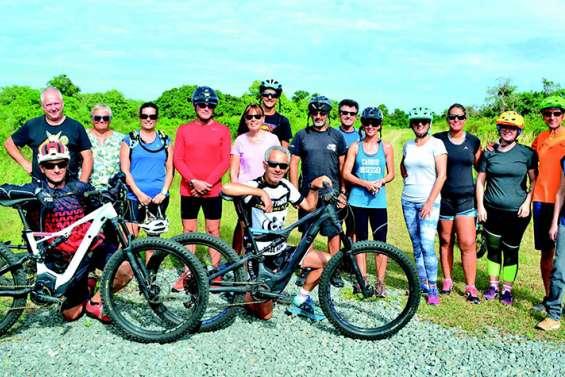 Les prestataires touristiques découvrent le vélo électrique à Déva