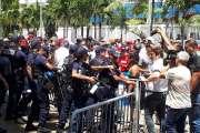 [MàJ 13h30] Finc : la manifestation dégénère, Thierry Santa reçoit une délégation