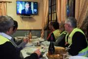 Heures sup, bas salaires, CSG des retraités: Macron annonce plusieurs gestes pour les