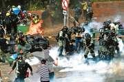 Affrontements autour d'un campus assiégé