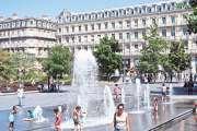 La canicule continue de s'étendre, Paris suffoque