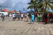 Le Conseil coutumier réunit 80 personnes devant l'hôtel de la province