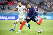 Football : les Bleus mettent l'Allemagne à terre après un choc de titans