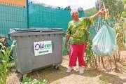 Ramasser des bouteilles en plastique et des canettes pour être récompensé