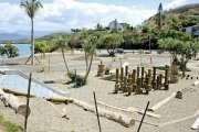 Le parc de jeux pour enfants près de la mise à l'eau est en cours de finition