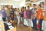 Des lycéens en visite à la vinothèque