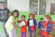 Les écoliers de l'île Ouen ont enfin reçu leur dictionnaire