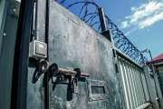 Une surveillante a-t-elle échangé des informations sensibles avec un détenu ?