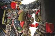 Les parachutistes largués au-dessus de la BD