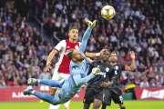 L'Ajax renversant, Porto dehors
