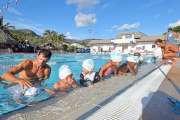 Apprendre à nager en toute sécurité à la piscine de Boulari