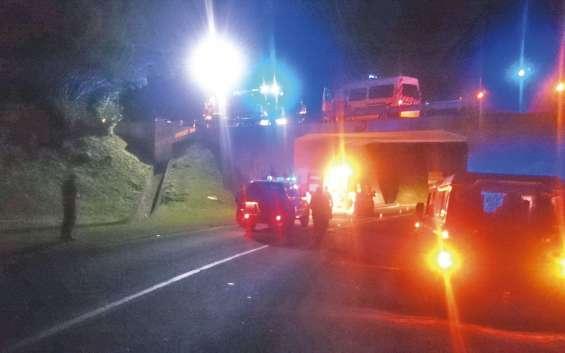 Intervenus quelques instants après l'accident, les pompiers n'ont rien pu faire. Le motard est décédé, sur la VDE, à une cinquantaine de mètres de l'ancien péage de Tina.