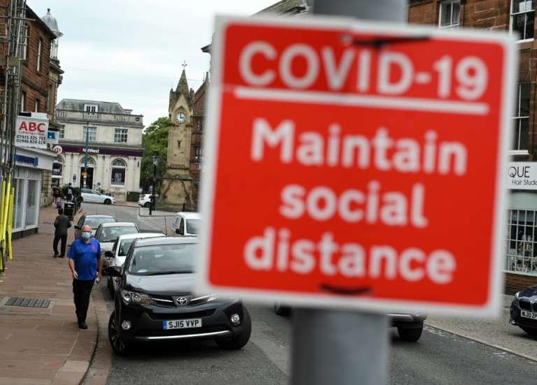 Covid: en Angleterre, les vaccinés ont trois fois moins de chances d'être positifs
