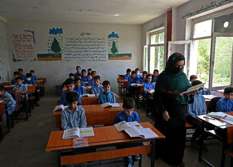 Collèges et lycées rouvrent pour les garçons uniquement en Afghanistan