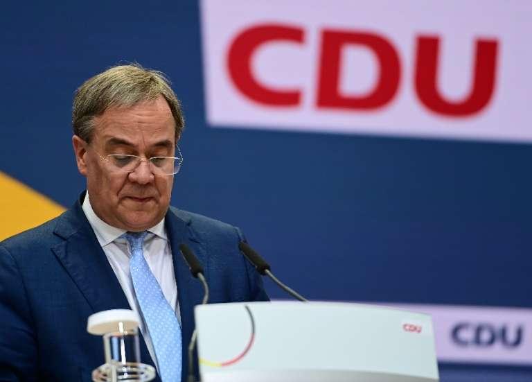 Allemagne: l'étau se resserre autour du chef de la CDU, lâché par ses alliés bavarois