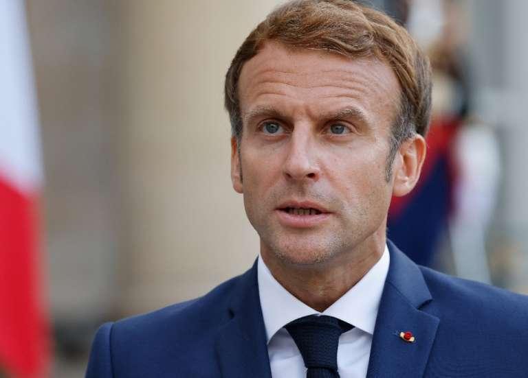 Macron reçoit des Harkis pour