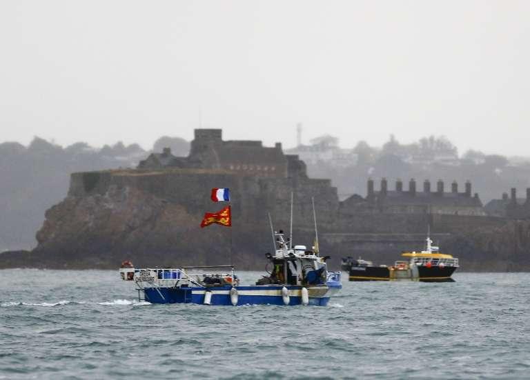 Pêche: appels aux discussions après une escalade entre Paris et Londres
