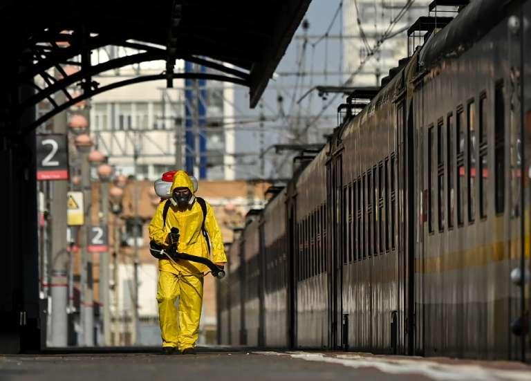 Moscou ferme ses services non essentiels en pleine flambée de Covid