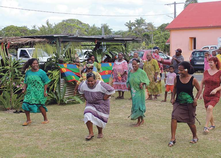 La tribu de Kejëny fête le hnasisa