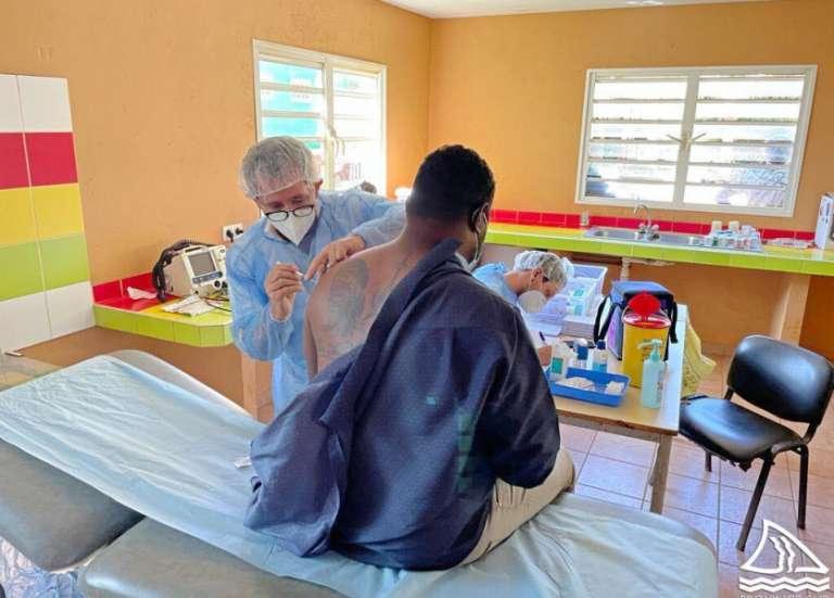 Vaccination à l'île Ouen, hospitel à Kunié