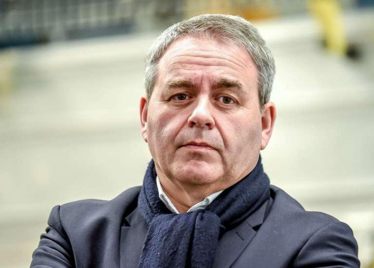 Référendum: Bertrand appelle le président à se prononcer