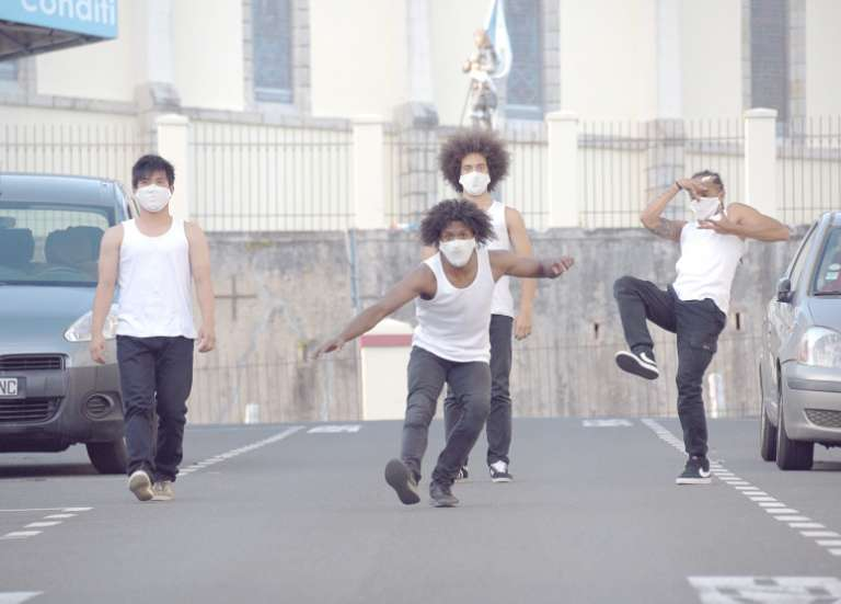 Tournage : une déambulation dansée dans des rues désertes de Nouméa