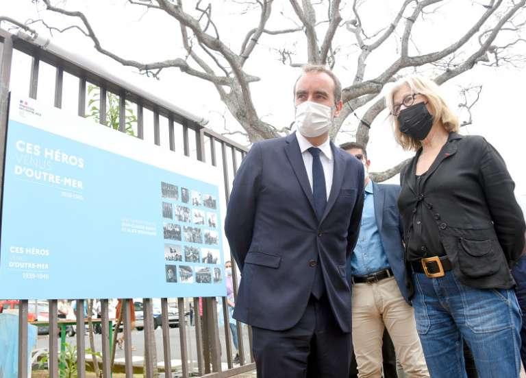 Sébastien Lecornu accueilli par Sonia Lagarde à l'hôtel de ville de Nouméa