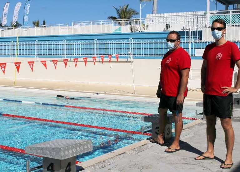 Avec la réouverture des piscines, les férus de natation nagent dans le bonheur